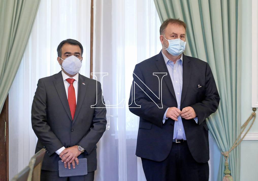 El ministro de Hacienda, Óscar Llamosas (izquierda), dijo que el Ejecutivo adquirió en un año un nivel de endeudamiento que se tenía previsto en 3 años de gobierno. Foto: Gentileza.