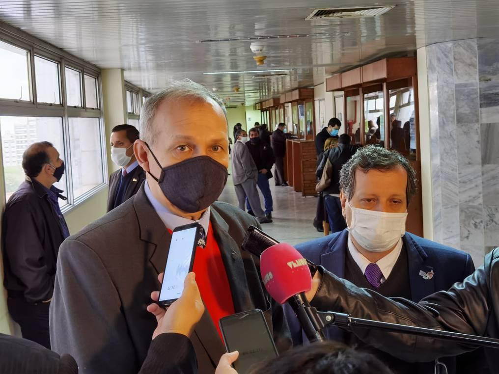 El exintendente de Asunción Mario Ferreiro soporta su segundo proceso penal por el delito de producción de documentos no auténticos. Foto: Gentileza.