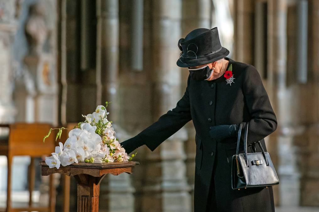 La Nación / La reina Isabel II entierra a su esposo el príncipe Felipe