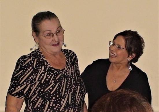 Blanca Navarro con otra gran locutora paraguaya, Dorita Rudis, en una foto con motivo del Día de los Locutores, en años recientes.