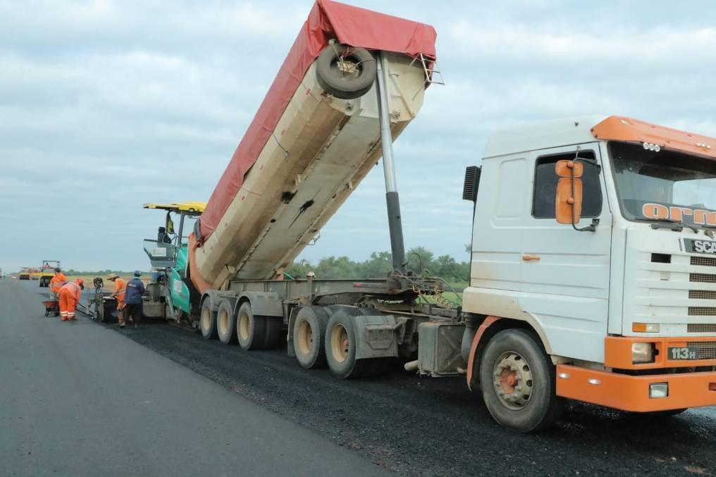Entre las obras que fueron ejecutadas por el MOPC se encuentran los trabajos de pavimentación y mantenimiento de rutas, la apertura de caminos vecinales, acueductos en el Chaco paraguayo, entre otros proyectos. Foto: Gentileza.