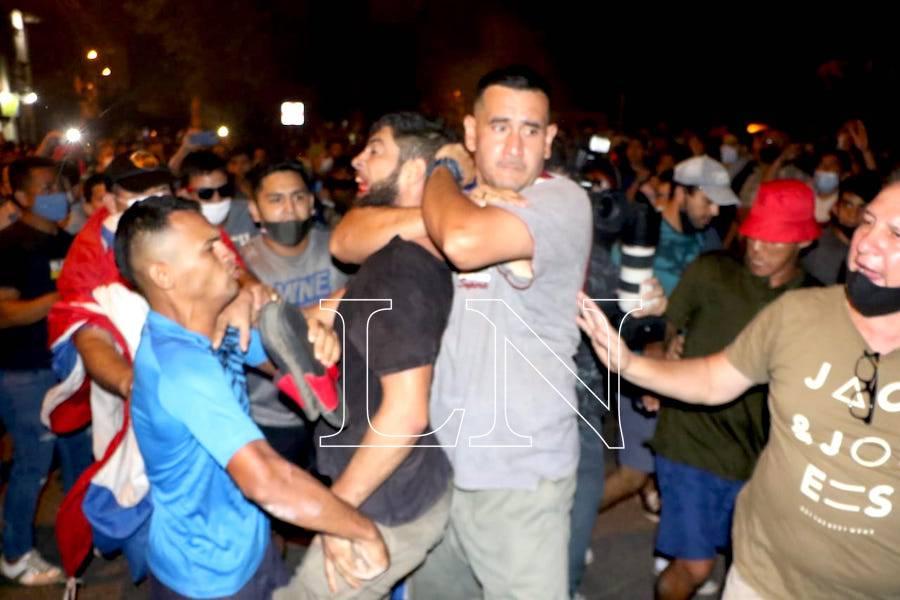 La Nación / Detienen a infiltrados que buscaban crear disturbios