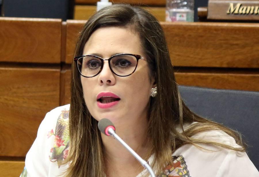 La diputada señala que existe una campaña difamatoria en su contra por parte de un empresario que es candidato a concejal de Villa Elisa. Foto: Archivo