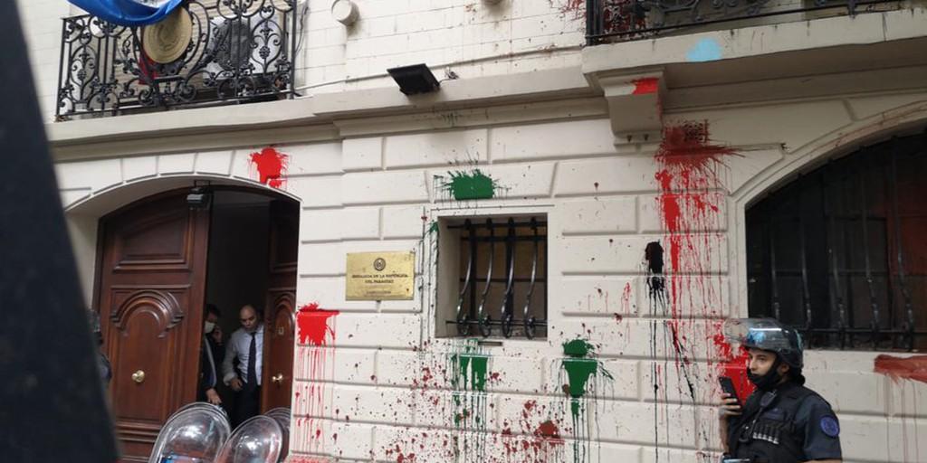 Resultado de imagen para embajada paraguaya en Argentina ataque detenciones