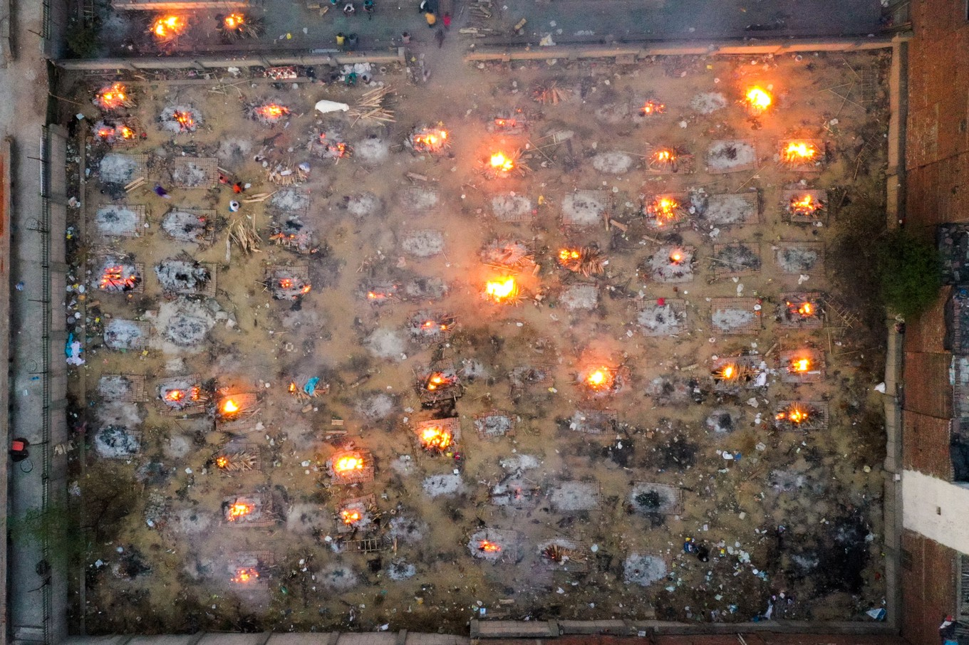In this aerial picture taken on April 26, 2021, burning pyres of victims who lost their lives due to the Covid-19 coronavirus are seen at a cremation ground in New Delhi. (Photo by Jewel SAMAD / AFP)