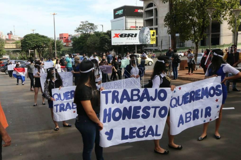 Los trabajadores dicen estar en condiciones de ofrecer todas las garantías a los clientes. Foto: Gustavo Galeano.