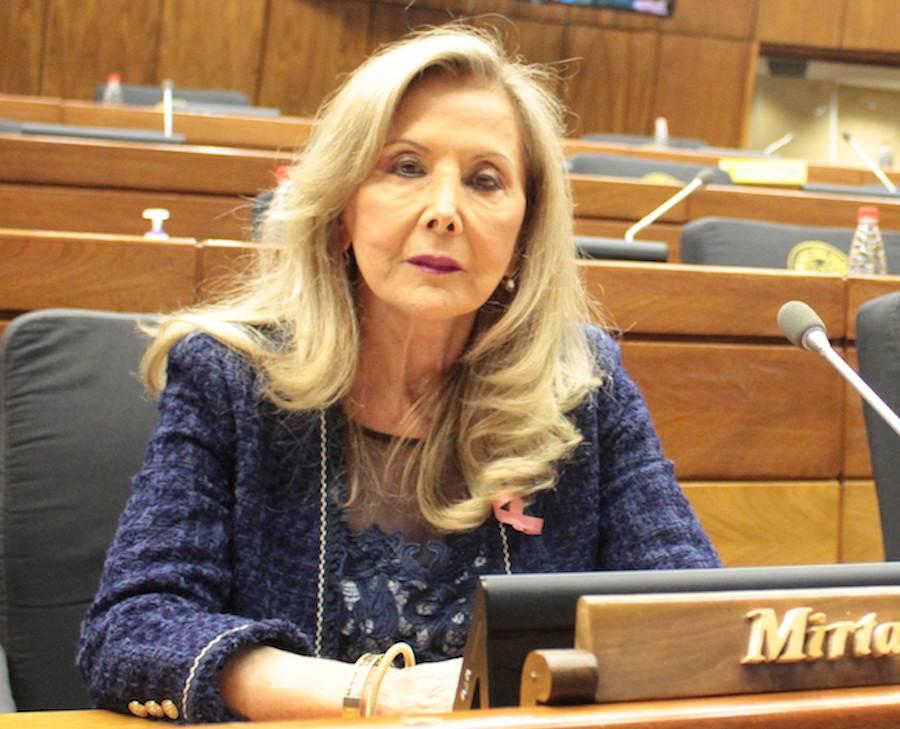 Mirta Gusinky renunció al Senado al darse a conocer su vacunación irregular.FOTO:ARCHIVO