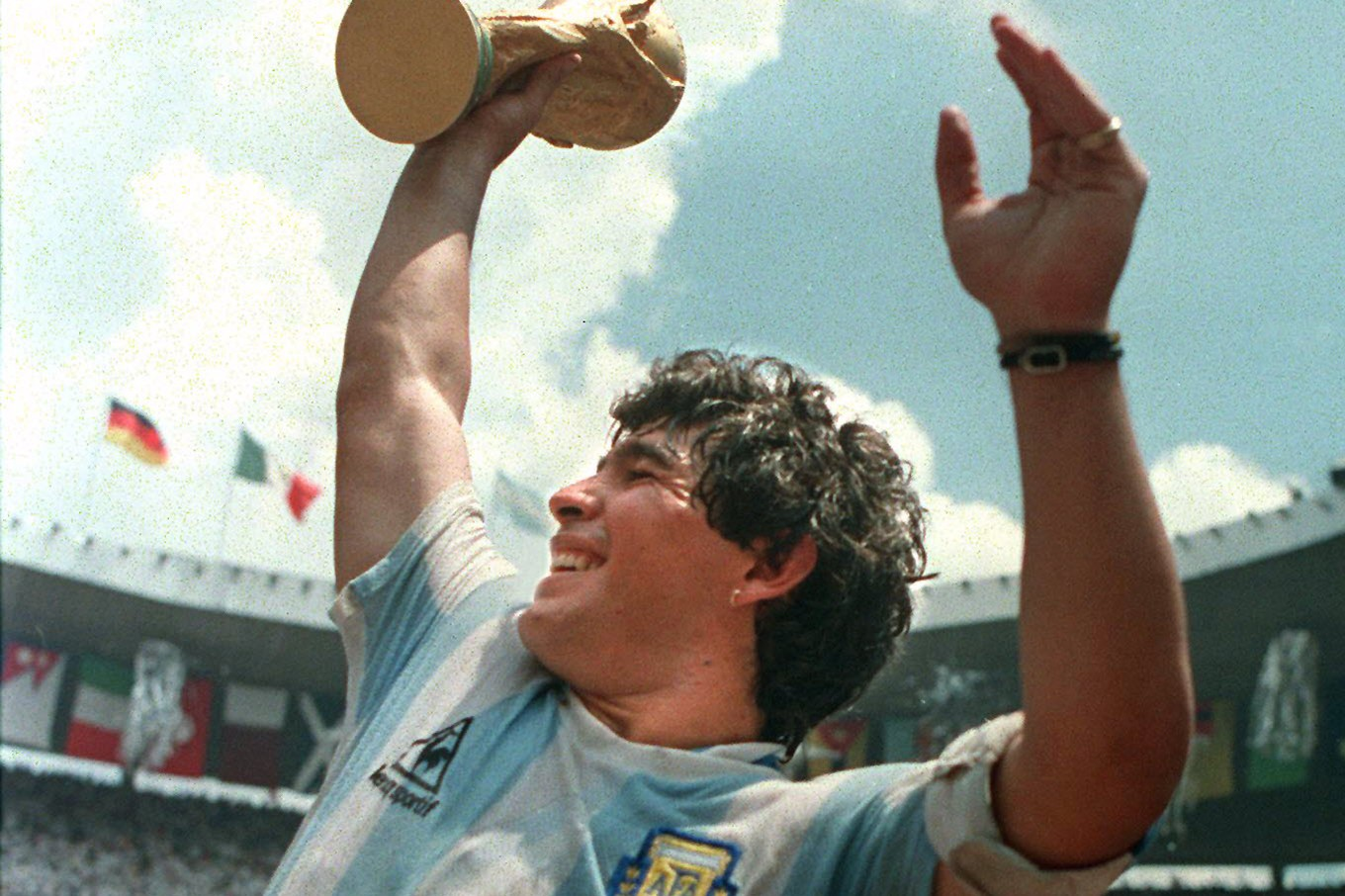 (FILE) Argentina's soccer star team captain Diego Maradona brandishes the World Cup won by his team after a 3-2 victory over West Germany 29 June 1986 at the Azteca stadium in Mexico City. Argentinian football legend Diego Maradona was named coach of the national team on October 28, 2008 in Buenos Aires, according to 1986 World Cup winning coach Carlos Bilardo, after he came out of a meeting with Argentinian Football Association president Julio Grondona.