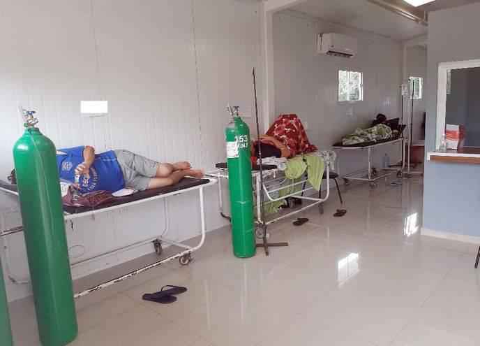 Ayer dieron positivo al covid 2.479 personas, y los hospitales están habilitando sillones para recibir a pacientes. (foto: gentileza)