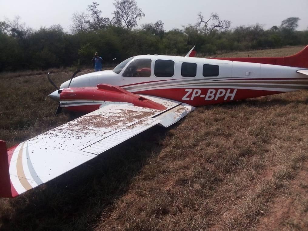 Como no tenía las ruedas disponibles, tampoco tenía forma de frenar, por lo que la avioneta terminó saliendo de la pista. Foto: Gentileza.