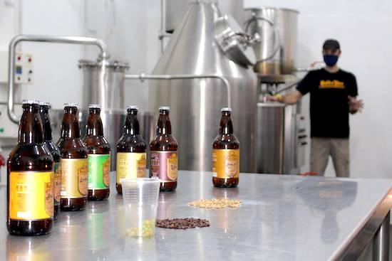 Volks, cerveza de Bella Vista, tienen dos bebidas muy particulares que tienen como ingrediente yerba mate y otra vino.FOTO:GENTILEZA