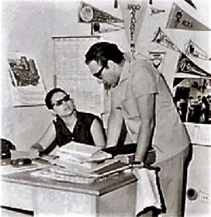 Foto de mediados de la década del 60 en las oficinas de Radio Ñandutí en Antequera 654, Gloria y Humberto Rubin. (foto: ARCHIVO DE RADIO ÑANDUTÍ)