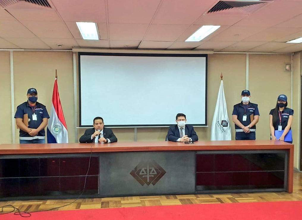 El fiscal Juan Ledesma formuló imputación contra 75 personas por el delito de evasión de impuestos. Foto: Gentileza.