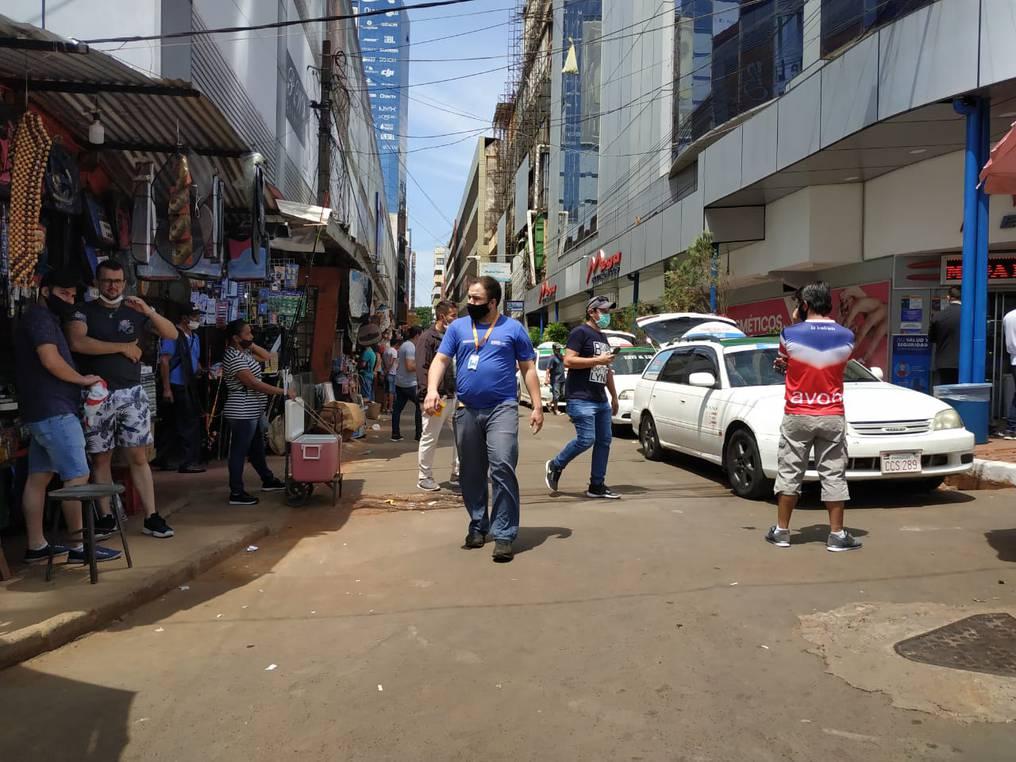 El comercio en la capital de Alto Paraná se reactivó desde el jueves pasado, con la reapertura del puente con Foz. Foto: Dolly Galeano.