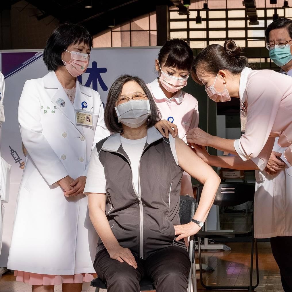 La Nación / Vacuna taiwanesa inscribirá voluntarios de Central y Alto  Paraná para estudio de fase 3