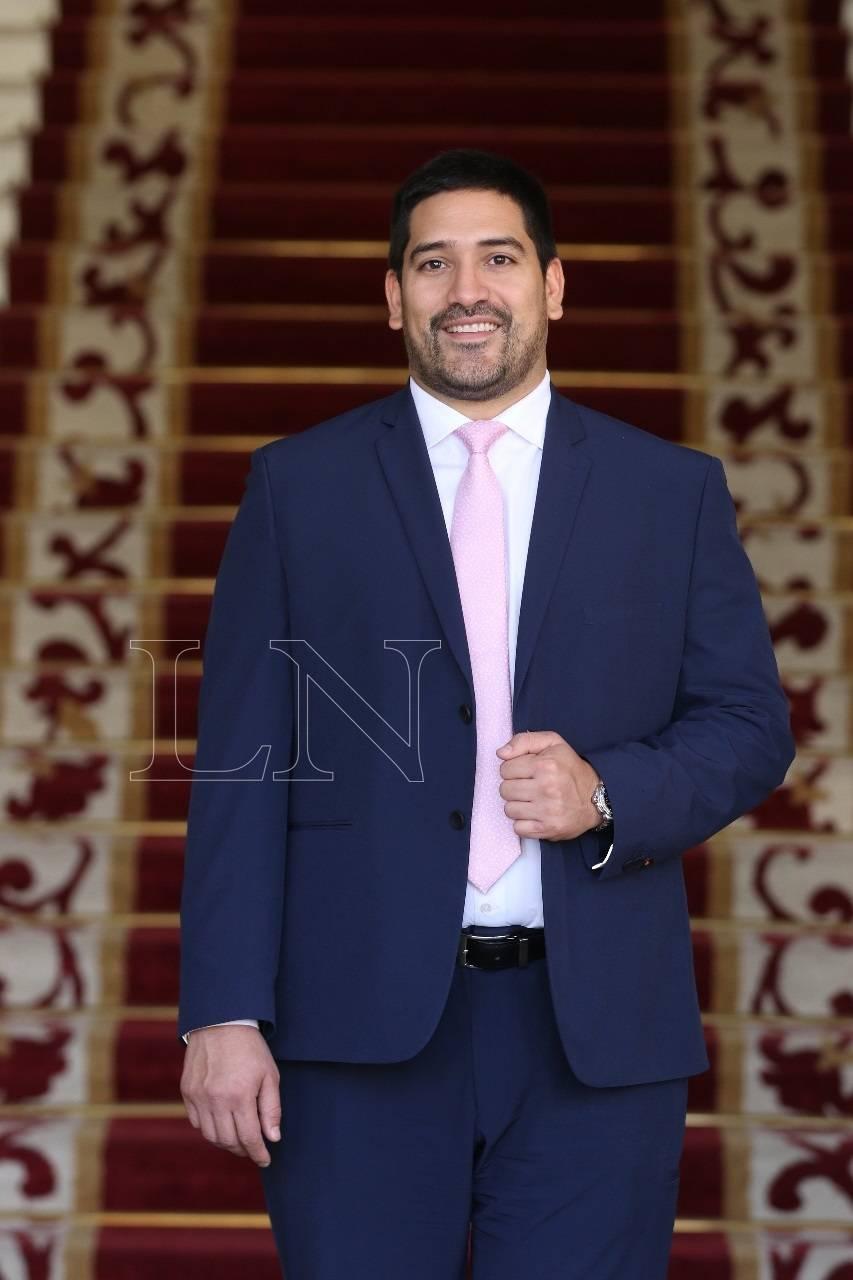Mauricio Espínola está comprometido y espera casarse en breve. Foto: Nadia Monges.