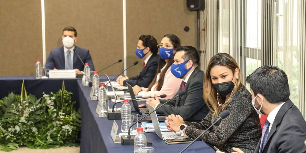 Evaluadores de Gafilat junto a autoridades de Paraguay. Foto: Gentileza.