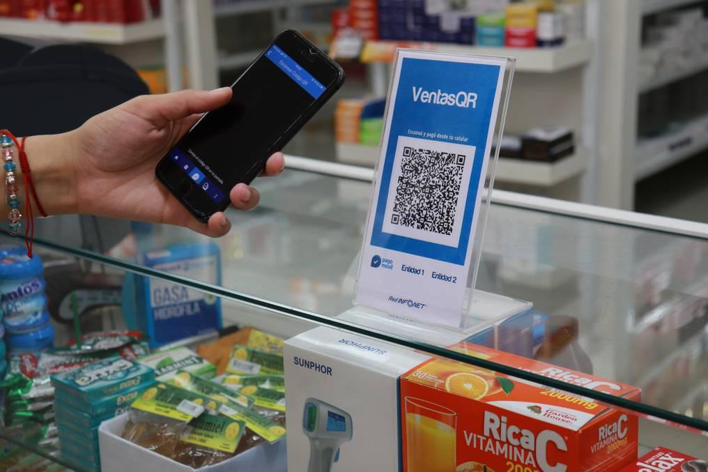 Los clientes podrán pagar sus compras sin utilizar dinero ni tocar el pos de la casa comercial. Foto: Gentileza.